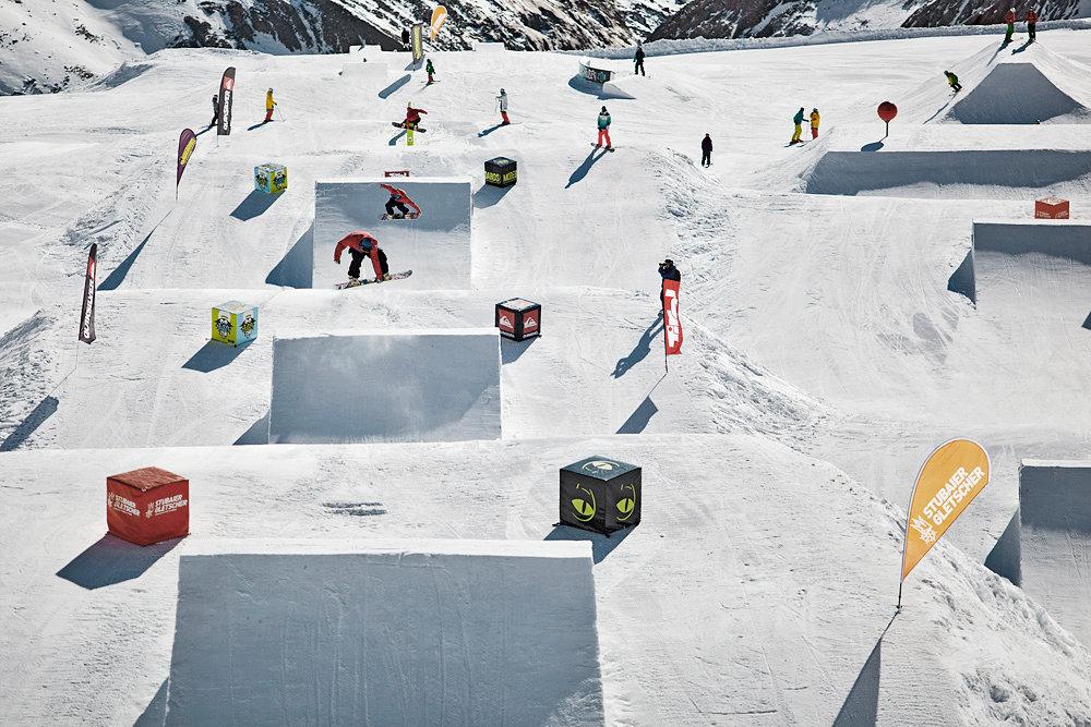 Stubaier Gletscher - Snow park Moreboards Stubai Zoo - © Stefan Drexl