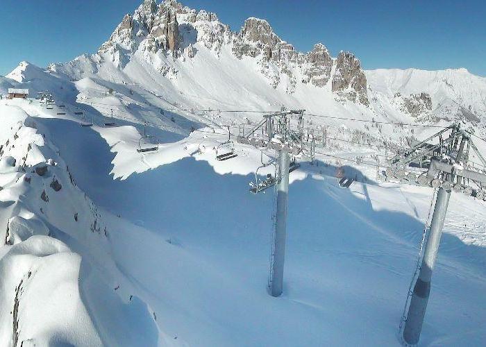 Neige et soleil sont au rendez-vous sur le domaine skiable de Reallon (22 janv. 2013)
