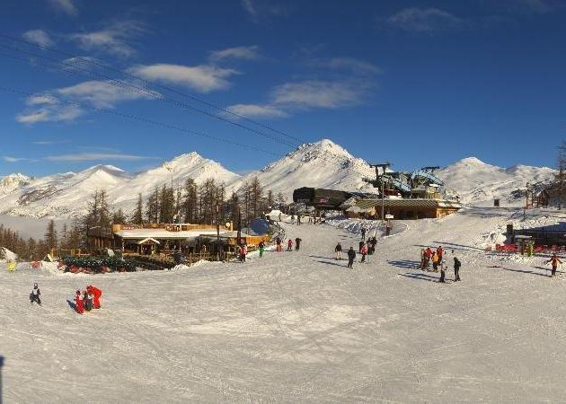 Neige et soleil sont au rendez-vous sur le domaine skiable de Serre-Chevalier (22 janv. 2013)