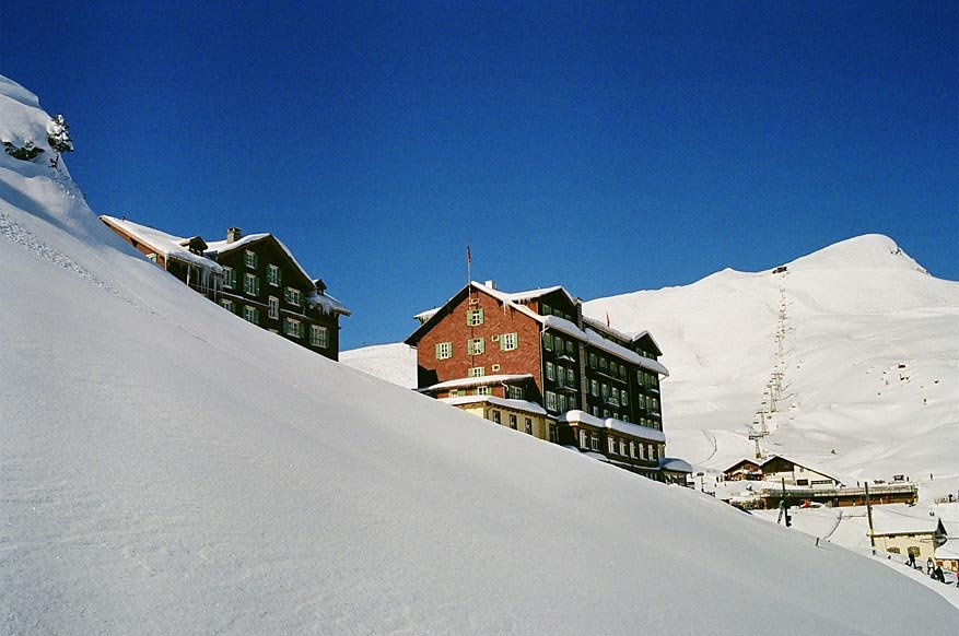 Hotel Bellevue des Alpes next to the ski lifts.  - ©Scheidegg Hotels