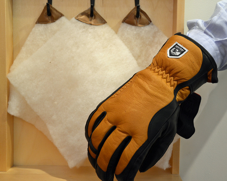 A fully natural product: the Hestra Leather Wool Merino - © Skiinfo