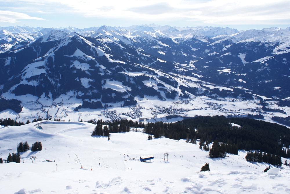 Das Brixental mit Westendorf – die Berge auf der anderen Talseite gehören ebenfalls zur Skiwelt Wilder Kaiser - © Gernot Schweigkofler