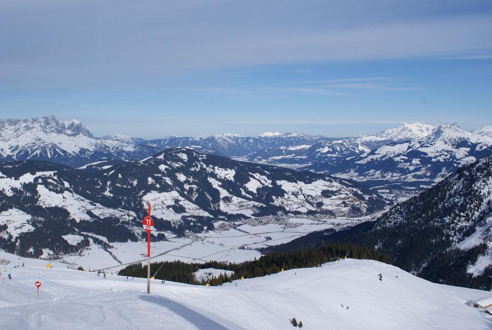 Die Talabfahrt von der Choralpe nach Brixen im Thale ist für Anfänger eine Herausforderung, gute Skifahrer werden sie aber sicherlich ins Herz schließen - © Gernot Schweigkofler