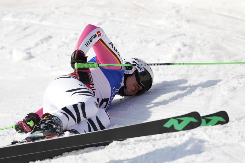 Traurig: Viktoria Rebensburg konnte nicht nach vorne fahren - © Alexis Boichard/AGENCE ZOOM