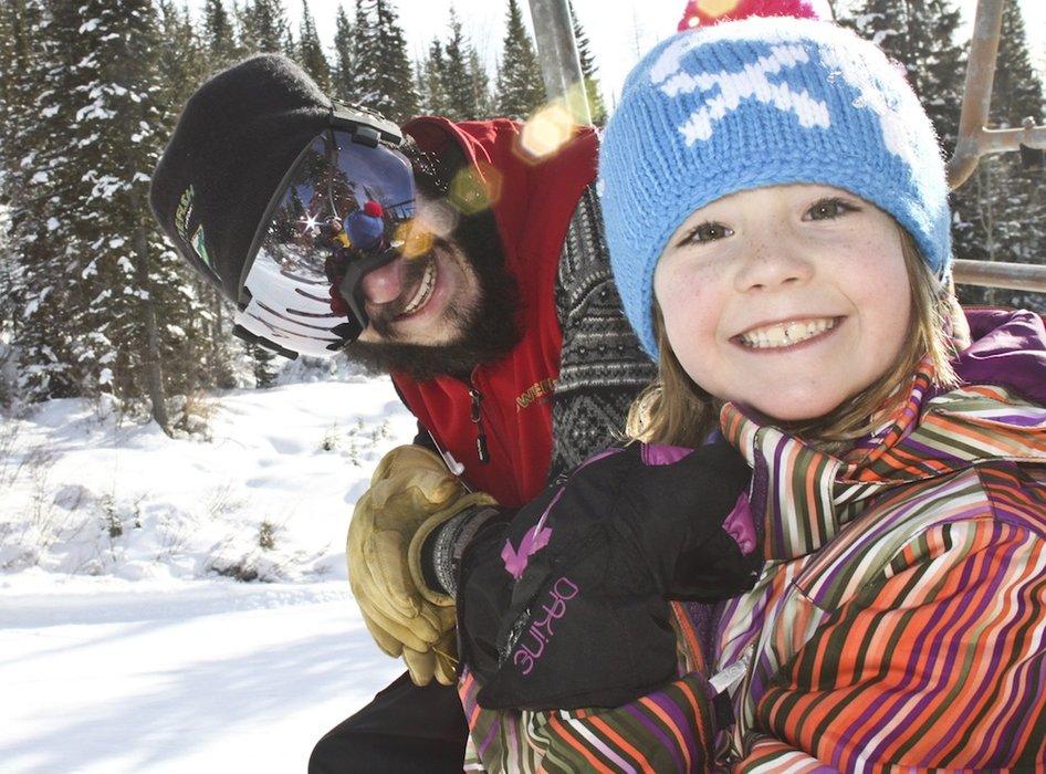 Lekce lyžování pro děti musejí být zábavné.