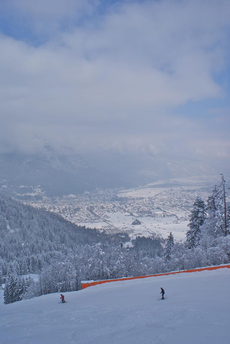 Direkt bei Garmisch liegt das Skigebiet Garmisch Classic. Ab der 1 ½ Tage Karte kann man am Gletscher und in Garmisch Classic fahren, die Tageskarten gelten jeweils nur für eines der Gebiete - © Gernot Schweigkofler