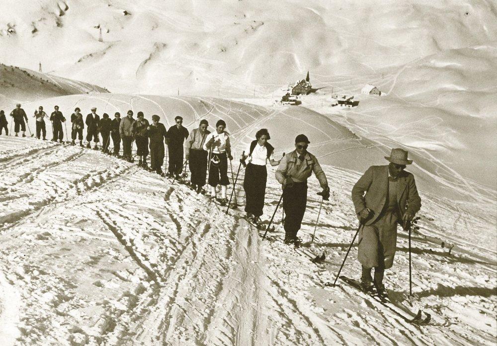 Ski touring at Arlberg in the old days. - ©TVB St. Anton am Arlberg