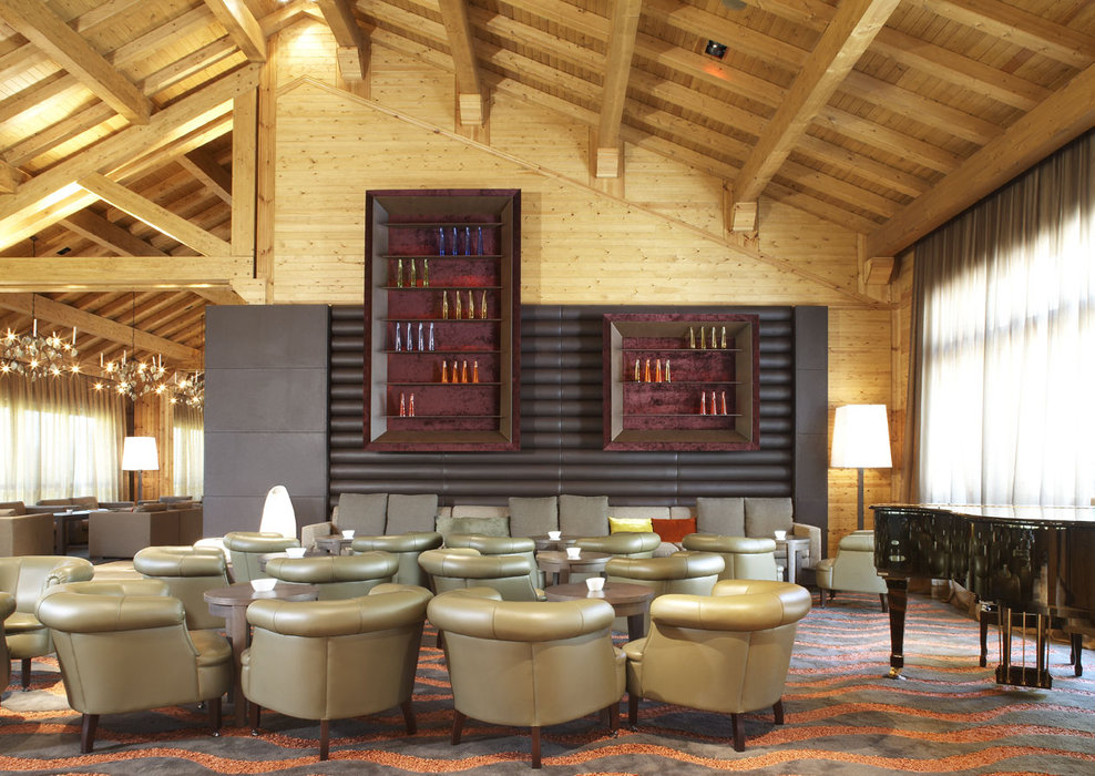 Five-star Hotel Hermitage lounge bar in Soldeu, Andorra - ©Sport Hotels Resort And Spa