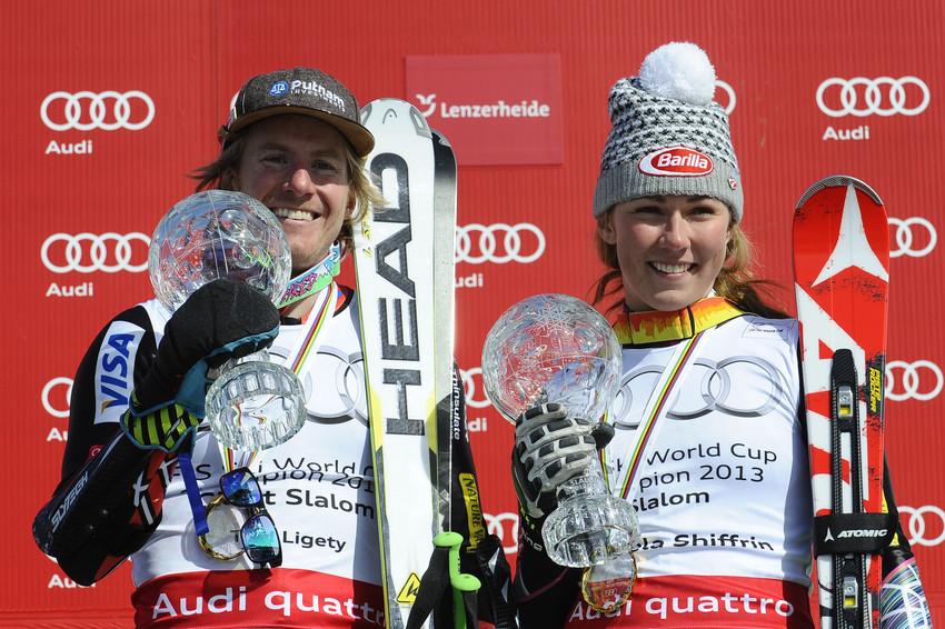 Ted Ligety und Mikaela Shriffrin freuen sich über ihre Weltcup-Kugeln. - © Alain Grosclaude/AGENCE ZOOM