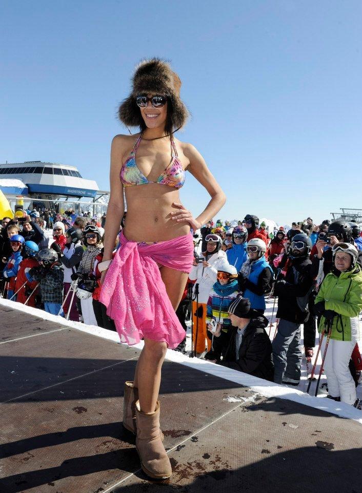 Tenue de ski sexy pour la journée Snow Beach à Nassfeld Pressegger See - © Nassfeld Pressegger See