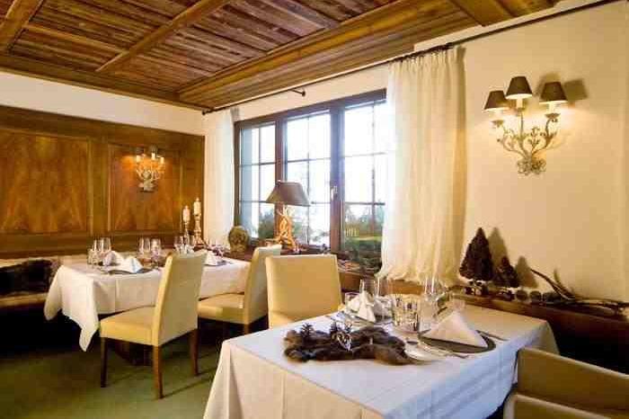 Restaurant Corbeau d'Or in Zermatt - © Hotel Mirabeau