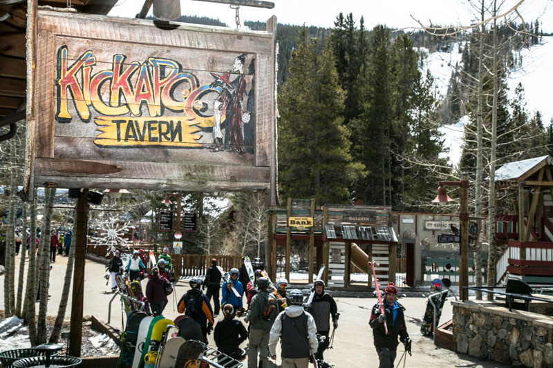 Crowds flocking to the Kickapoo Tavern for aprés. - © Liam Doran