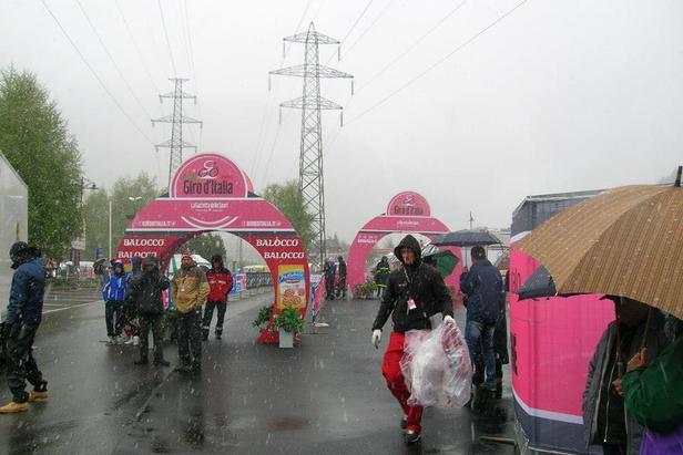 Annullata la tappa del Giro d'Italia a Pontedilegno