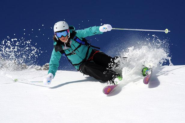 Les skis all mountain passent partout, en tout temps et en toute neige...