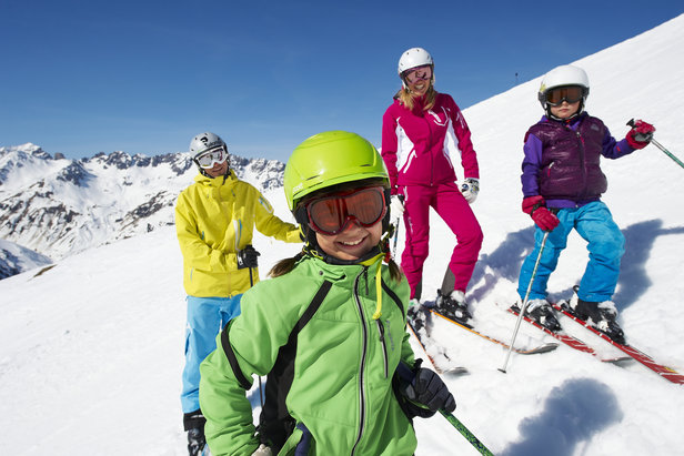 Family freeriding in St. Anton am Arlberg. Credit St. Anton Tourism