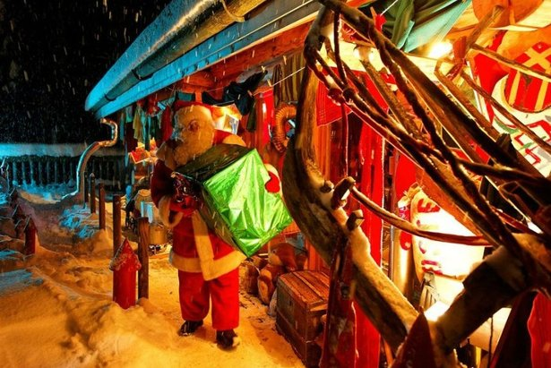 Si si, le Père Noël habite aux Gets, dans une cabane au coeur de la forêt enchantée...