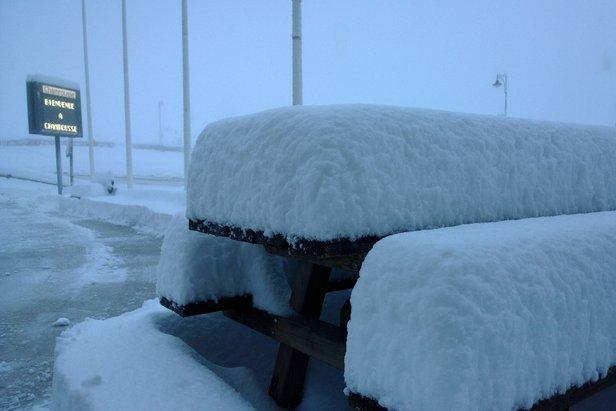 30 centimètres de neige fraîche ce matin à Chamrousse (14 janv. 2014)