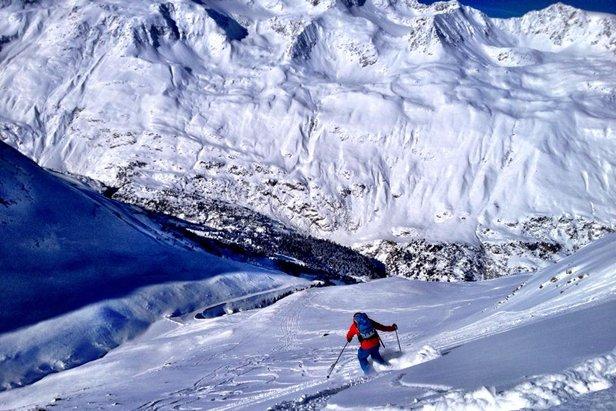 Skiing down to Obergurgl-Hochgurgl, Austria  - © Obergurgl Tourism