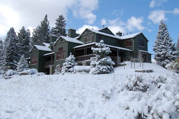 Save 25% Off Midweek Nights at Snowcreek Resort in Mammoth Lakes ©Snowcreek Resort Facebook