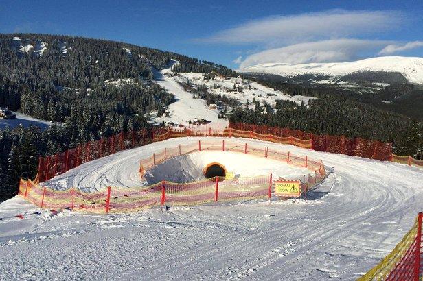 Zábavná trať Funline s klopenými zákrutami a tunelom sa nachádza v Peci pod Sněžkou  - © facebook.com/SkiResortCernaHoraPec
