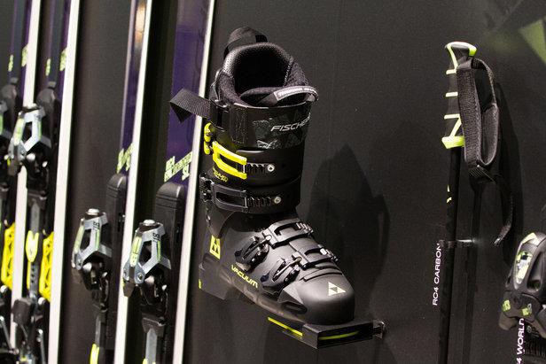 Neuer Skischuh am Stand von Fischer - ©Skiinfo