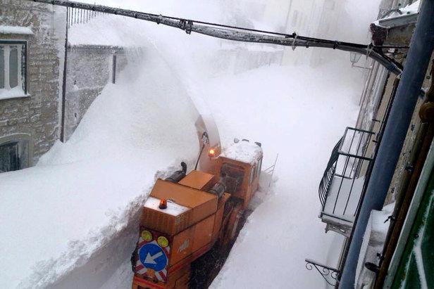256cm śniegu spadło 5 marca 2015 r. we włoskiej miejscowości Caprotta  - © Francesco Mammola/Meteoweb.eu