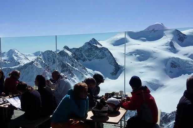 Na szczycie można wypić kawę w najwyżej położonej kawiarni w Austrii - Cafe 3.440  - © Skiinfo.pl/Tomasz Wojciechowski