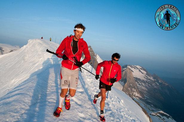 François D'haene et Kilian Jornet foulent le sommet de la Grande Motte à 3653m d'altitude lors de l'Ice Trail Tarentaise 2013...