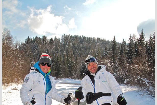 Die beiden sind voll dabei - Rosi Mittermeier und Christian Neureuther mit Schneeschuhen