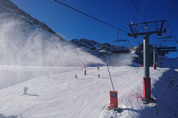 Grâce au retour de températures négatives, la production de neige de culture a pu reprendre sur le domaine du Grand Tourmalet