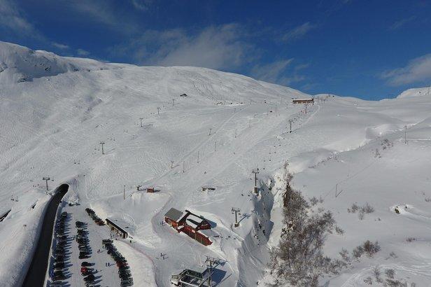 Røldal Skisenter fikk mest snø i uke 8 med 110 cm. Her er et dronefoto fra mandag 27. februar.