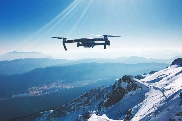Drohnen im Skigebiet: Was man bei Aufnahmen mit dem eigenen Copter beachten sollte- ©unsplash.com ©Sorry imKirk (CC0 1.0)
