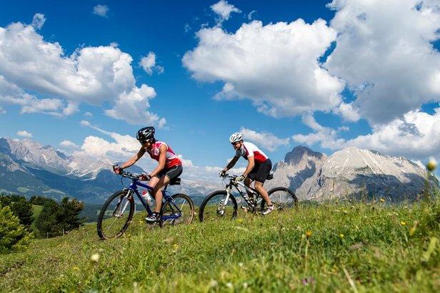 Appassionati di bike sulle piste del Dolomiti Superski - ©Ph: Helmuth Rier - www.dolomitisuperski.com