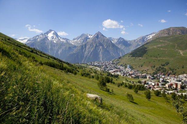 Les 2 Alpes en été - ©Office de Tourisme Les 2 Alpes / Monica DALMASSO
