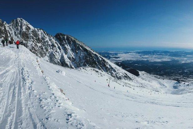 První lyžaři v Lomnickém sedle 8.2.2020