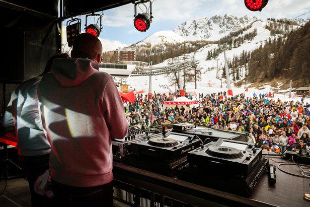 Les 7 et 8 Avril, Gliss & Mix débarque sur les pistes de Vars. Le cocktail ski et fête envahit la station pour le plaisir de tous...