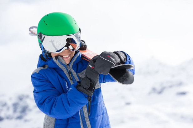 Les casques de ski avec visière se déclinent également en version enfants...