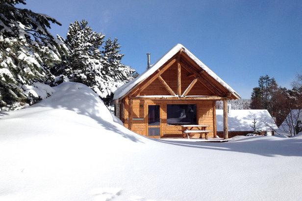 Un chalet en bois pour les vacances au ski avec Huttopia- ©Huttopia / R. Etienne