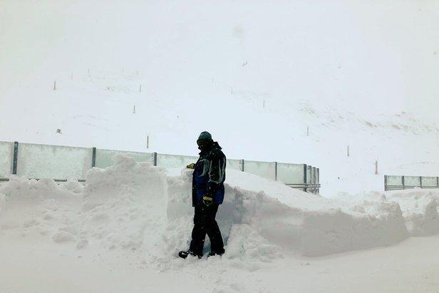 Silné sneženie urýchlilo začiatok sezónyFacebook Hintertux