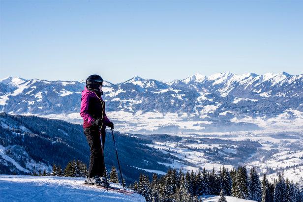 Saisonstart im Skigebiet Oberjoch und in Bad Hindelang- © Bergbahnen Hindelang-Oberjoch/Dominik Berchtold