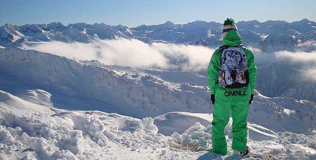 Starker Schneefall in Alpen, Dolomiten und Pyrenäen