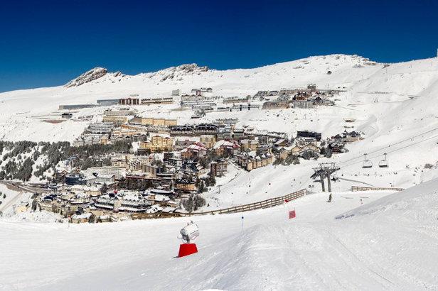 Vue sur la station de ski de Pradollano / Sierra Nevada