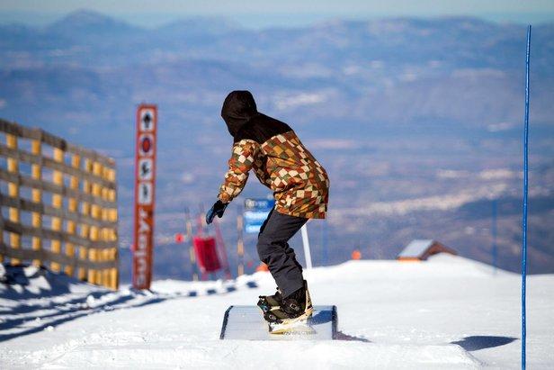 A l'assaut des 2,5 kilomètres et 70 modules du Sulayr, le snowpark de Sierra Nevada