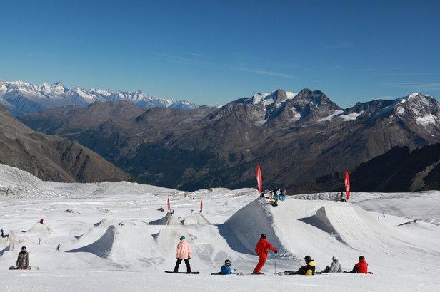 Ski d'été sur le glacier de Saas Fee