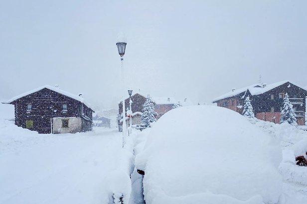 W najbardziej zagrożonym regionie, w Lombardii, panują obecnie doskonałe warunki narciarskie (Livigno 02.03.2020)  - © Livigno Facebook