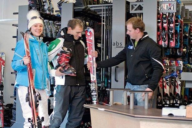 Lorsque l'on ski peu chaque année, louer son matériel de ski reste de loin la solution la plus économique.