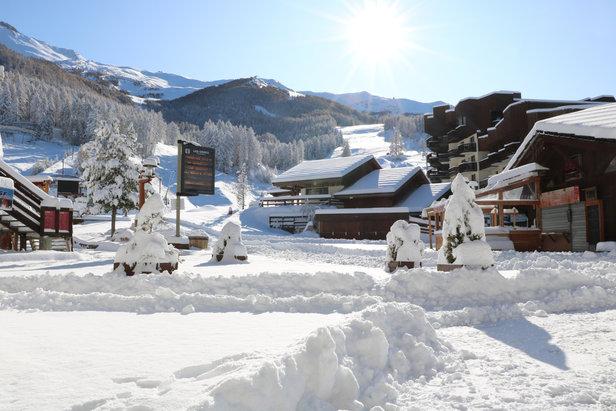 La station des Orres a revêtu son manteau hivernal, la saison de ski peut débuter : Rendez-vous dès les 7 et 8 décembre pour un premier week-end de glisse !