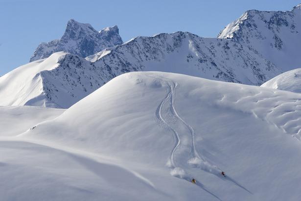 Skifahren im Tiefschnee vn St. Anton