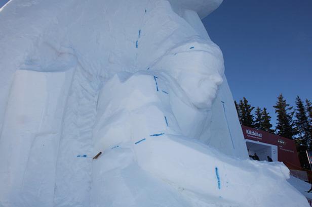 Eisskulptur zu Ehren Toni Sailers- ©www.hahnenkamm.com