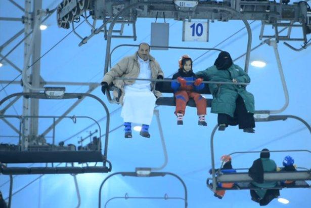 "Ski Dubai: kadr z filmu ""Narciarska podróż EP2 S3"""